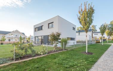 Moderne Wohnhaus-Siedlung im Grünen