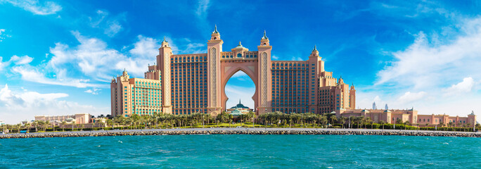 Spoed Fotobehang Dubai Atlantis, The Palm Hotel in Dubai