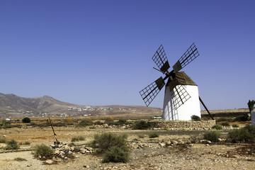 Traditionelle Windmühle auf Fuerteventura, Kanaren