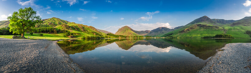 Poster Lake Stunning lake panorama in District Lake at dusk, England