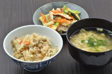 日本料理の食卓