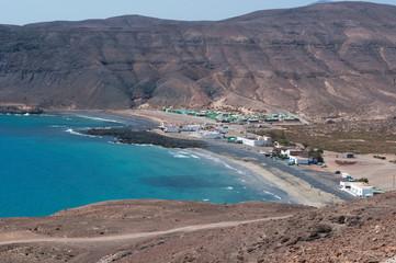 Fuerteventura, Isole Canarie: la strada sterrata che porta alla spiaggia nera di Pozo Negro, piccolo villaggio di pescatori al centro dell'isola, il 6 settembre 2016