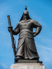 The statue of the Admiral Yi Sun-sin at the Gwanghwamun square (光化門広場 李舜臣将軍像) in Seoul