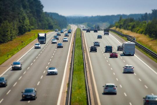 Individualverkehr Autobahn PKW Selbstfahrer BAB 9 Teststrecke Unschärfe
