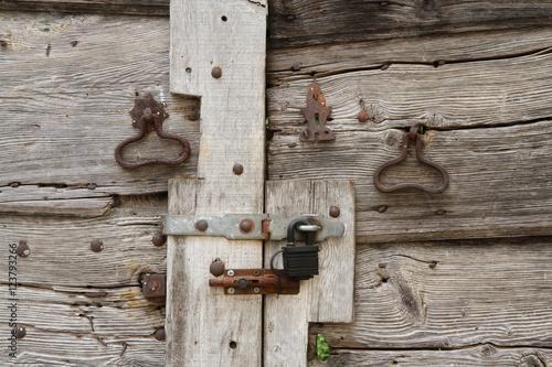 alte holzt r photo libre de droits sur la banque d 39 images image 123793266. Black Bedroom Furniture Sets. Home Design Ideas