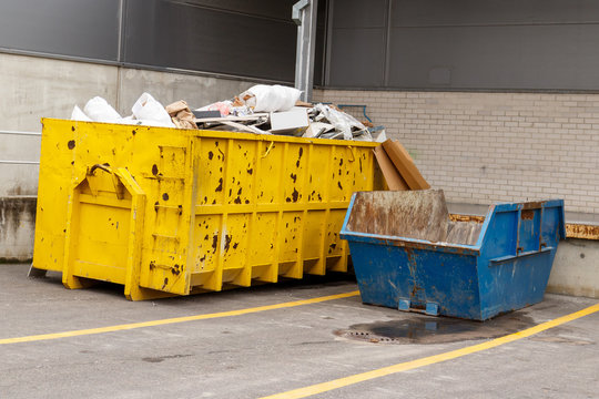 Building waste containers for the industrial building