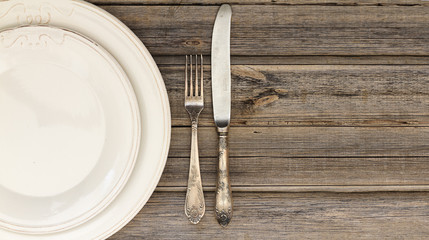 Dining setting or table setting of silverware or cutlery including a ...