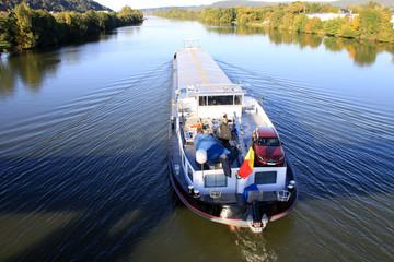 Frachtschiff auf dem Main