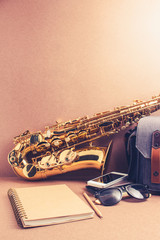 Taking note of the lessons saxophone accessories on rustic woode