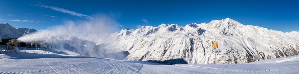 Blick von Skigebiet Hochgurgl zu den Oetztaler Alpen