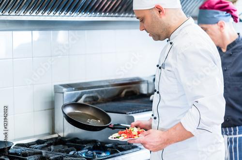 Chefs In Restaurant Kitchen Cooking Stockfotos Und Lizenzfreie Bilder Auf Bild
