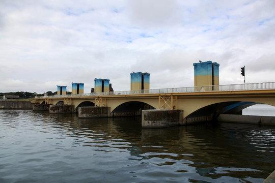 Barrage d'Arzal sur La Vilaine.