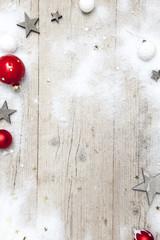 Weihnachtlicher grauer Holz Hintergrund mit Deko
