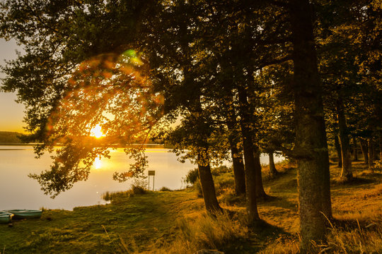 Coucher de soleil sur l'étang de Chancelade en Auvergne