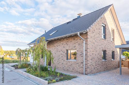 landhaus mit klinkerfassade stockfotos und lizenzfreie bilder auf bild 124057491. Black Bedroom Furniture Sets. Home Design Ideas