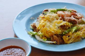 stir fried seafood glass noodle and egg with sukiyaki sauce