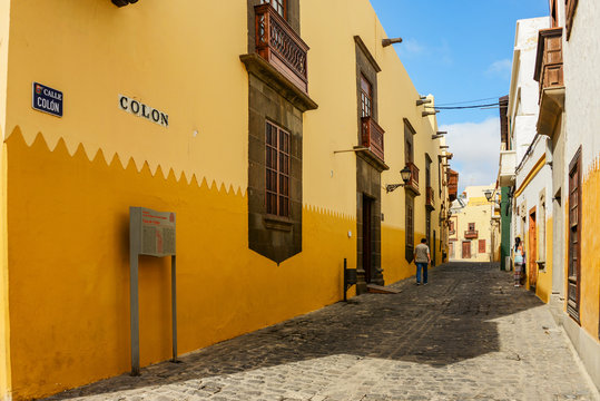 street in historic center of las palmas, gran canaria