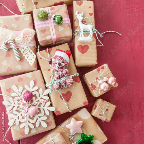 Kleine Geschenke Zu Weihnachten Stock Photo And Royalty Free Images