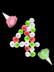 Декоративная цифра четыре сложенная из бумажных цветов