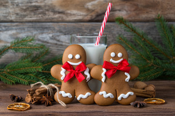 Gingerbread men and cup of milk with spices