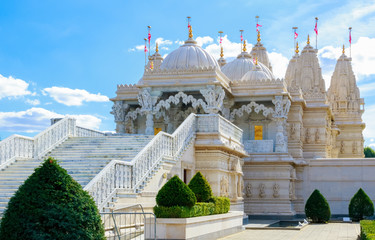 In de dag Temple Exterior of the Hindu temple, BAPS Shri Swaminarayan Mandir, in Neasden, London