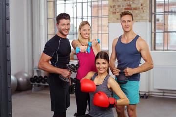 sportliches team im fitness-club