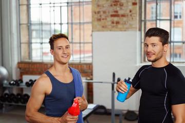 sportler machen eine pause beim training