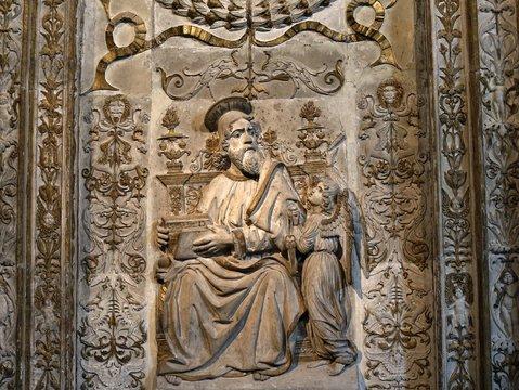 San Mateo en el interior de  la Catedral de Cristo Salvador de Ávila templo de culto católico Castilla y León, España.