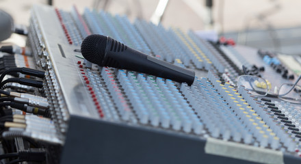 Concert music control with microphone