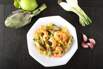 Pasta with shrimp and artichokes