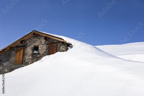 quot chalet sous la neige en montagne quot stock photo and royalty free images on fotolia pic