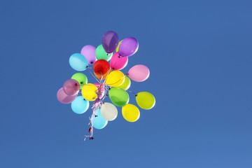 multicolored balloons flying in the blue sky