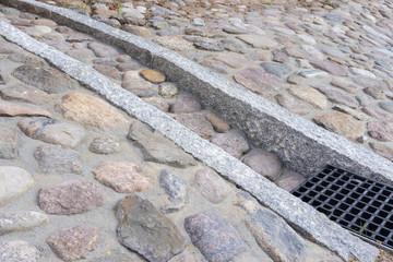 Neue Pflasterrinne aus Kopfsteinpflaster