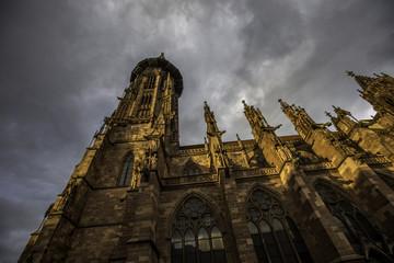 Freiburger Münster an einem bewölkten Herbsttag