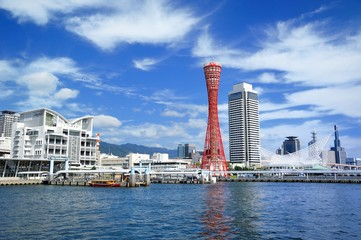 快晴の神戸港