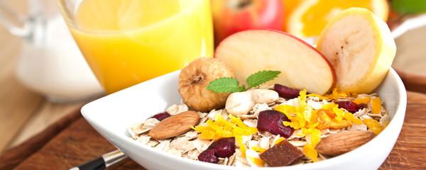 Müsli und Früchte - Frühstück