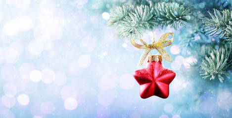 Fotomurales - Christmas Bauble Shape Star Hanging On Fir Tree With Snowfall