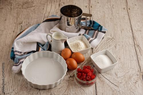 Oeufs frais et framboises pour cuisiner photo libre de - Cuisiner des flageolets frais ...