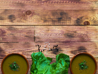 Spinach cream soup with asparagus,