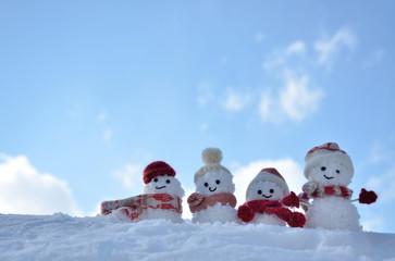 雪だるま 青空背景