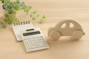 車と電卓 木目背景