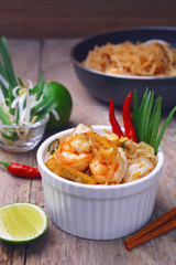 Famous traditional thai food shrimp pad thai, rice noodle stir-fry with prawns, tofu and vegetables on white bowl.