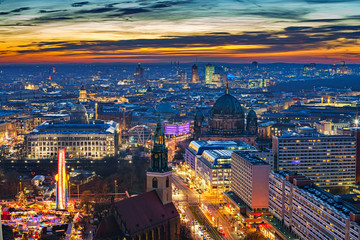 Fotomurales - Aerial view on downtown of Berlin at night, Germany