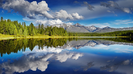 Fototapete - Mountain lake with reflection