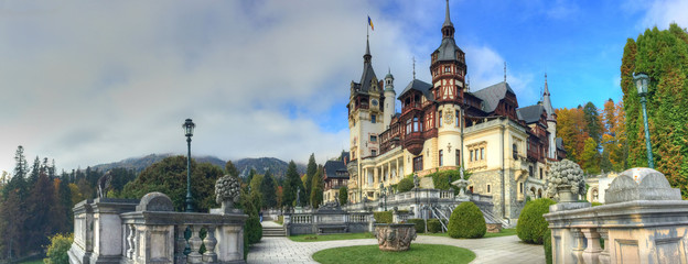 Fotobehang Kasteel Beautiful panorama with famous and medieval Peles castle in autumn season, Sinaia, Romania