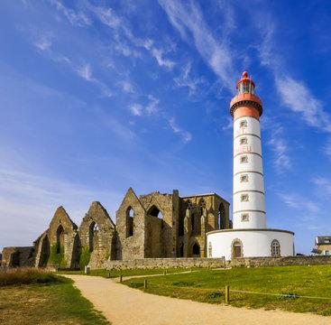 Leuchtturm Saint-Mathieu und Klosterruine Abbaye Saint-Mathieu de Fine-Terre, Plougonvelin, Bretagne, Frankreich