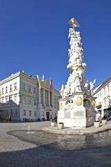 Wall Mural - Baden bei Wien, Dreifaltigkeitssäule und Rathaus