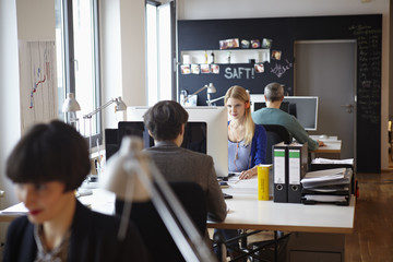 Germany, Cologne, Men and women working in office