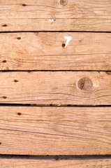 Tavole di legno rovinate dalle intemperie, verticale