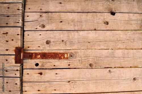 Cerniera arrugginita su vecchie tavole di legno sfondo for Vecchie tavole legno